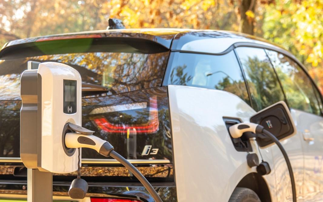Les concessionnaires automobiles doivent-il se préparer à un avenir électrique